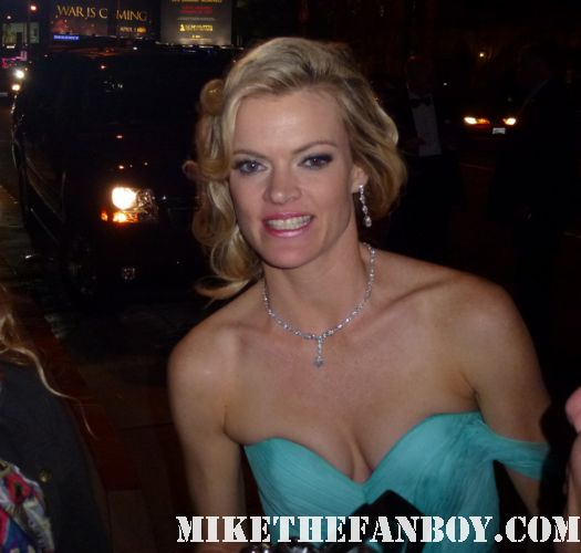 Missi Pyle signing autographs for fans at the indie spirit awards and posing for fan photos