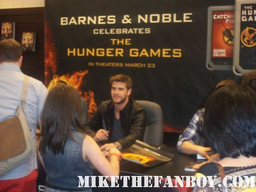 Hunger games book signing at the barnes and noble Liam Hemsworth, Alexander Ludwig, and Amandla Stenberg signing autographs rare promo sexy cato hot rare promo