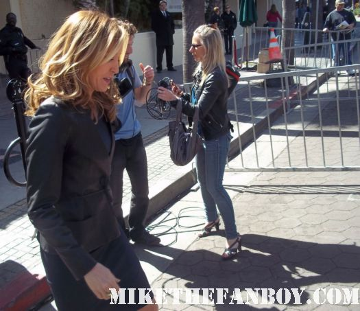 felicity huffman signing autographs for fans at william h macy and felicity huffman walk of fame star ceremony report autographs signing rare promo