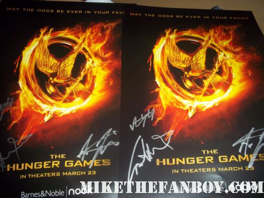Hunger games cast signed autograph mini poster Hunger games book signing at the barnes and noble Liam Hemsworth, Alexander Ludwig, and Amandla Stenberg signing autographs rare promo sexy cato hot rare promo