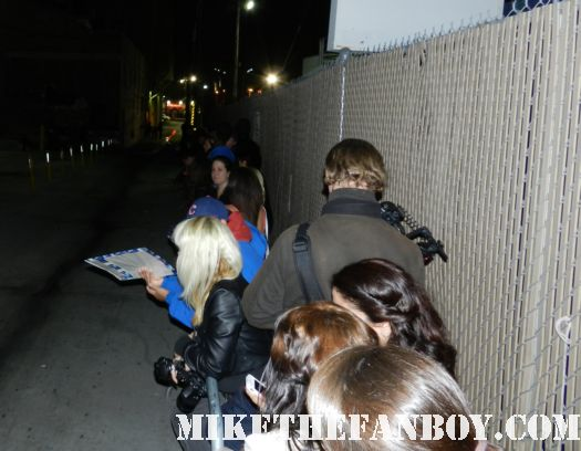 the crowd of people waiting for channing tatum to sign autographs for fans hot sexy 21 jumpstreet star the vow