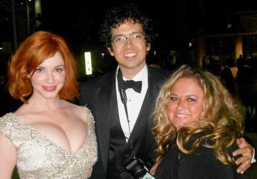 christina hendricks posing for a fan photo with pretty in pinky from mike the fanboy signed autograph hot sexy signature