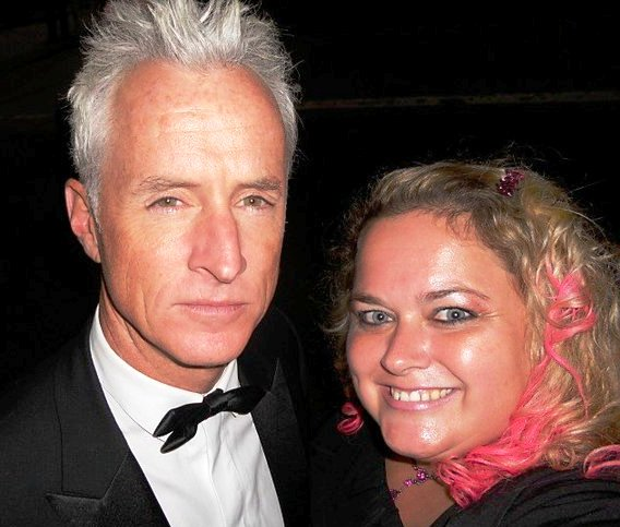 john slattery posing for a fan photo with pretty in pinky from mike the fanboy signed autograph hot sexy signature