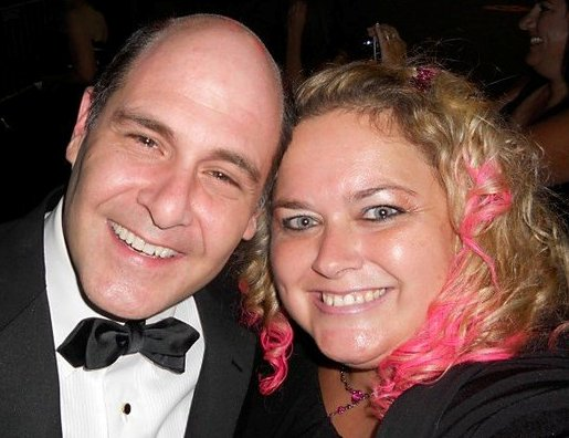 matthew weiner posing for a fan photo with pretty in pink from mike the fanboy rare signed autograph fan photo rare promo