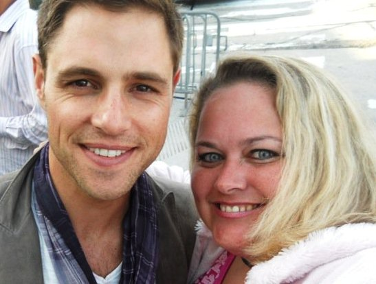 sam page posing for a fan photo with pretty in pinky from mike the fanboy signed autograph hot sexy signature