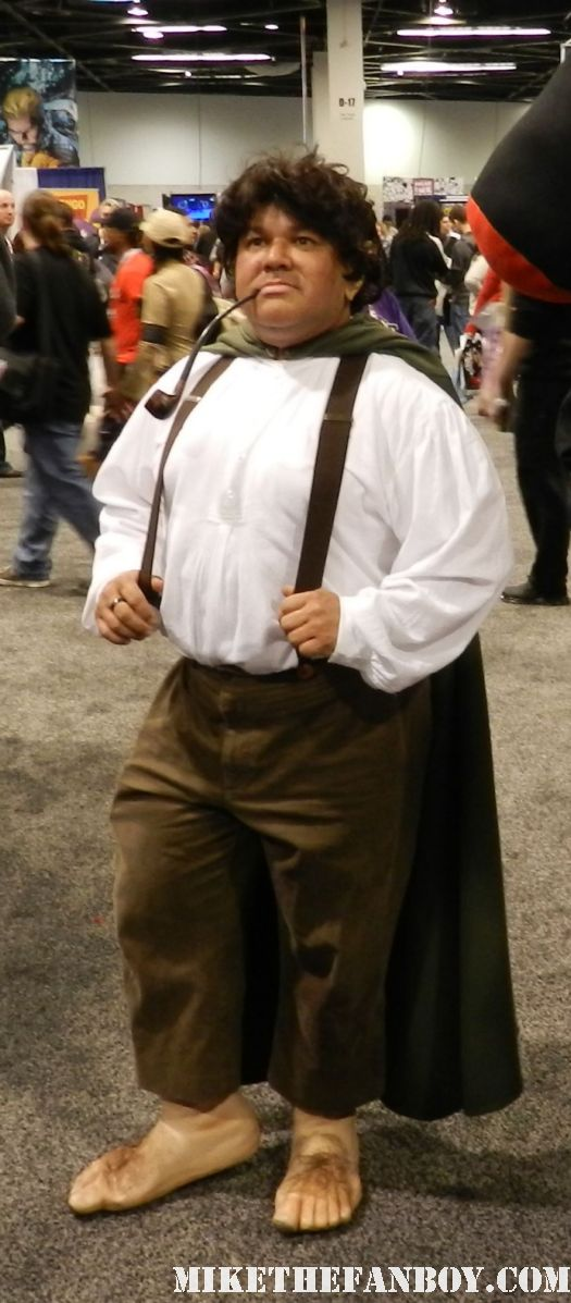 wondercon 2012 rare  the anaheim convention center rare promo los angeles disney  costumed characters that look like hobbits frodo baggins