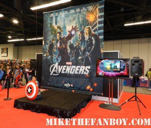wondercon 2012 the marvel booth at wondercon rare promo anaheim convention center rare promo captain america shield