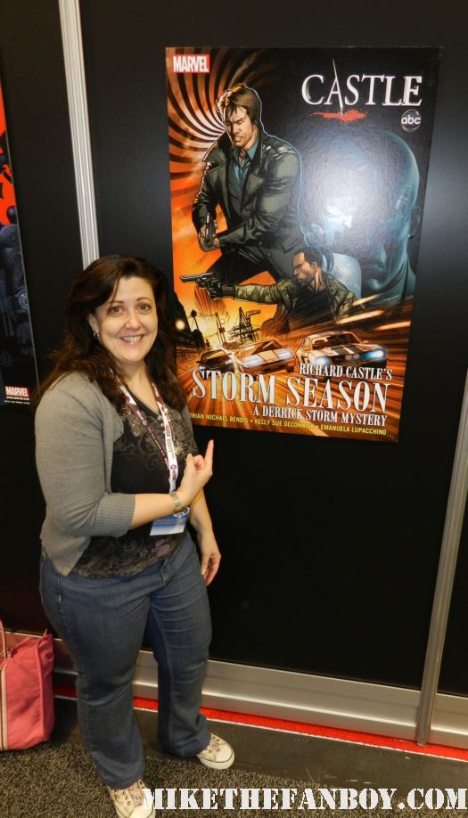 suddenly susan poses for a photo in front of the castle comic book art at wonderon 2012 rare promo