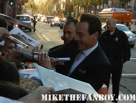 chris klein signing autographs at the american reunion movie premiere red carpet with alyson hannigan jason biggs seann william scott  eugene levy chris klein
