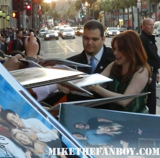 alyson hannigan signing autographs at the american reunion movie premiere red carpet with alyson hannigan jason biggs seann william scott  eugene levy chris klein