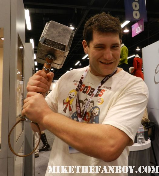 mike the fanboy at wondercon 2012 with thor's hammer prop replica hot sexy fanboys