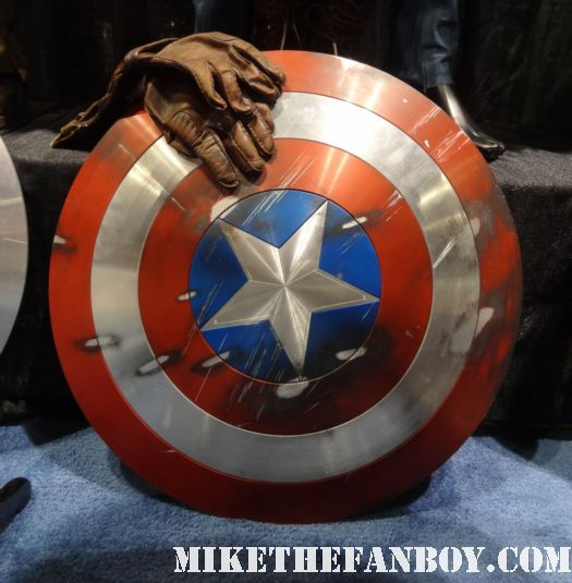 captain america prop and costume display at chicago's c2e2 shield costume cosplay rare promo profiles in history auction
