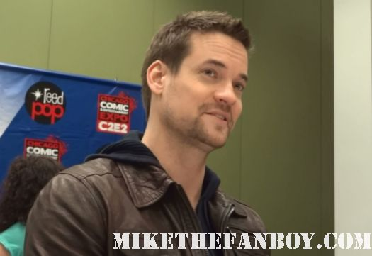 sexy shane west at the mike the fanboy exclusive nikita interview at c2e2 chicago comic con rare hot sexy nikita star rare promo