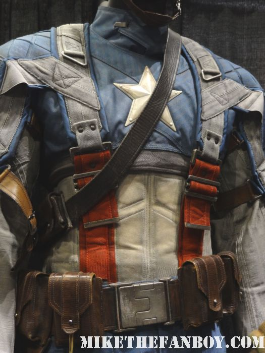 original captain america prop and costume display at chicago's c2e2 shield costume cosplay rare promo profiles in history auction