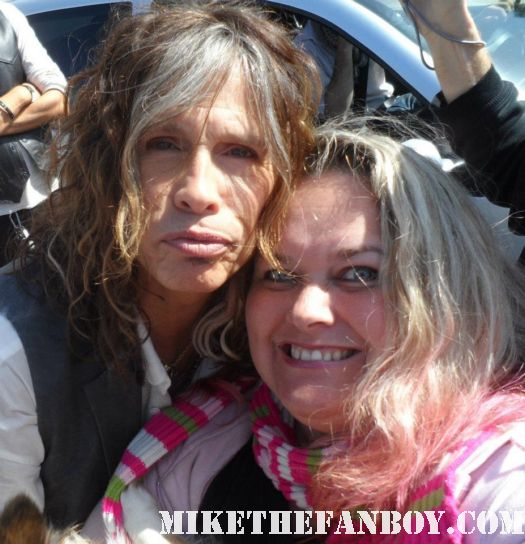 steven tyler kissing pinky's dog sammy rhodes at a charity event aerosmith rare promo candid photo fan photo