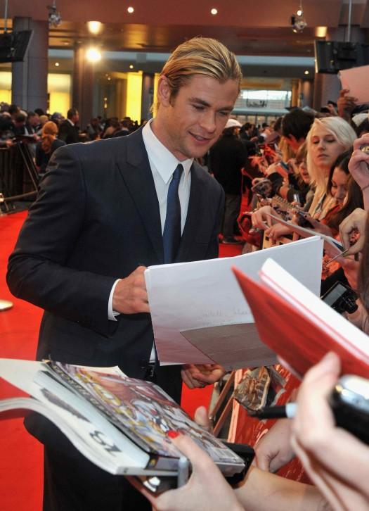 Marvel Avengers Assemble - European Premiere - chris hemsworth looking sexy signing autographs for fans thor