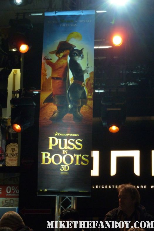 UK premiere red carpet of Puss in boots with antonio banderas sexy hot salma hayek rare promo poster
