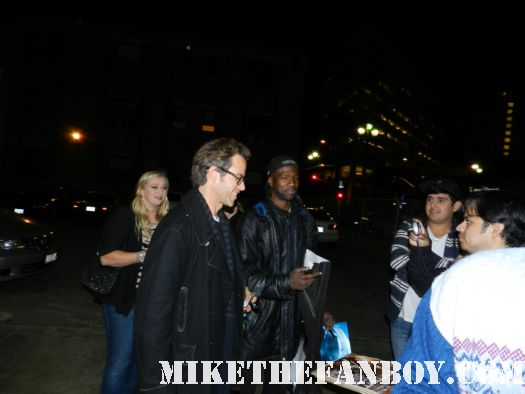 guy pearce signing autographs for fans after a screening in santa monica ca hot sexy australian rare promo prometheus promo