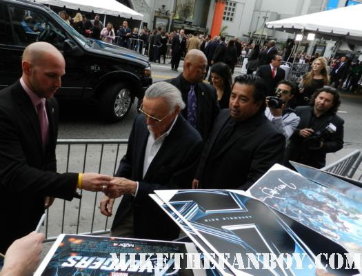 stan lee the legend signs autographs for fans at the avengers world movie premiere on the red carpet with chris hemsworth chris evans samuel l jackson and more