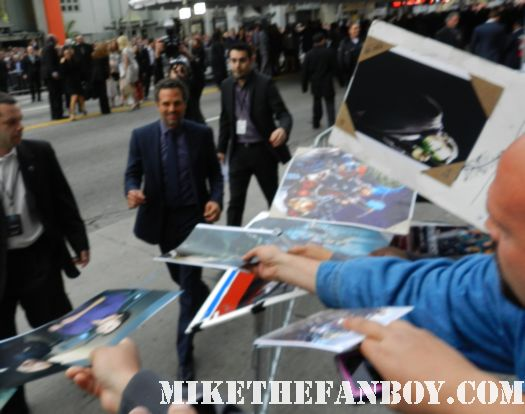 mark ruffalo the hulk signs autographs for fans at the avengers world movie premiere on the red carpet with chris hemsworth chris evans samuel l jackson and more