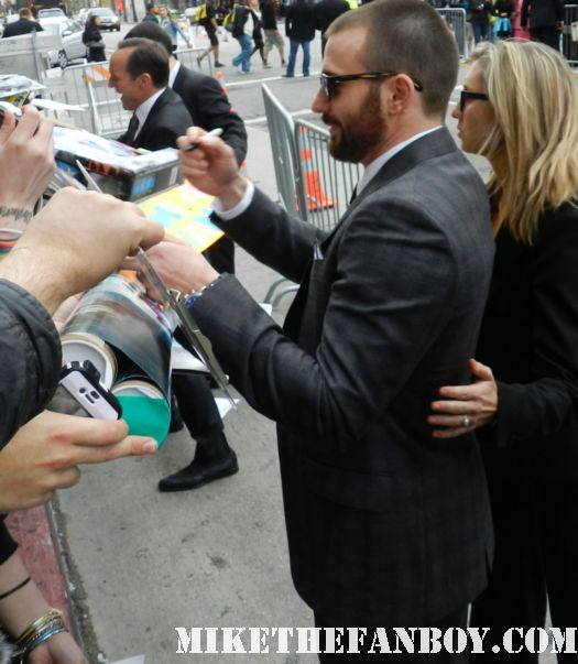sexy chris evans captain america signs autographs for fans at the avengers world movie premiere on the red carpet with chris hemsworth chris evans samuel l jackson and more