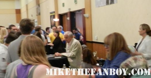 gary marshall signing autographs at the hollywood show hollywood collector's show in burbank california rare pretty woman director