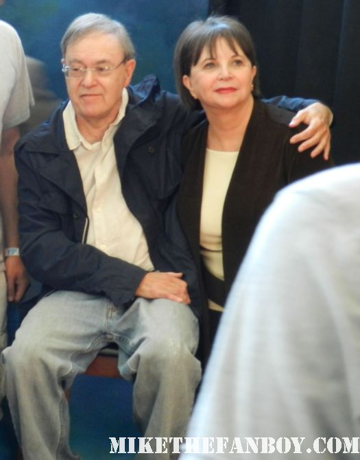 cindy williams david lander posing for fan photos at the laverne and shirley reunion gary marshall signing autographs at the hollywood show hollywood collector's show in burbank california rare pretty woman director