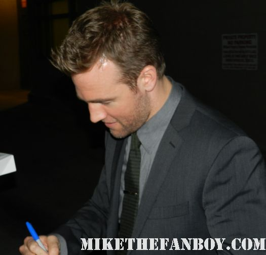 James van Der Beek Signing autographs for fans sexy hot dawson's Creek star don't trust the b- in apartment 23 rare hot sexy photo shoot promo rules of attraction varsity blues