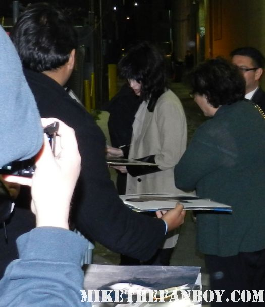 game of thrones star lena headley signs autographs for fans after a talk show taping sarah connor chronicles 300 sexy hot photo shoot