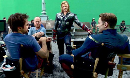 The-Avengers-Joss-Whedon-Directs-Mark-Ruffalo joss whedon behind the scenes of the avengers green screen with chris hemsworth chris evans mark ruffallo
