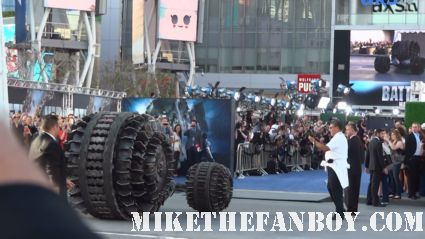 the razor balls of death dives its way onto the red carpet at the los angeles premiere of battleship