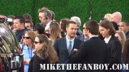taylor kitsch arriving to the los angeles premiere of battleship looking hot and sexy