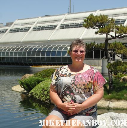 pat sametz standing in front of the administration building from the Donald Tillman Japanese Gardens in van nuys california the filming location of Starfleet academy from Star Trek The Next generation star trek deep space nine