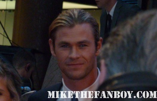 chris hemsworth arriving to the uk red carpet premiere of the avengers thor hot sexy rare photo