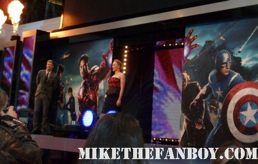 scarlett johansson arriving to the uk london premiere of the avengers red carpet rare promo loki hot sexy rare promo black widow the avengers