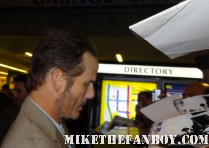 peter berg signing autographs at the battleship los angels world premiere in los angeles rare promo