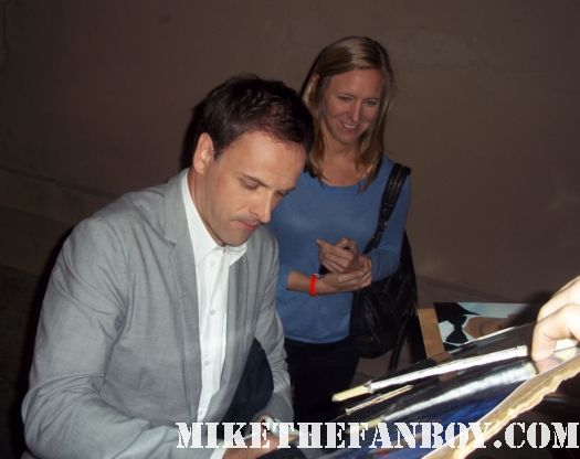 jonny lee miller signs autographs for fans hackers trainspotting dark shadows dexter rare promo hot sexy angelina jolie's ex husband