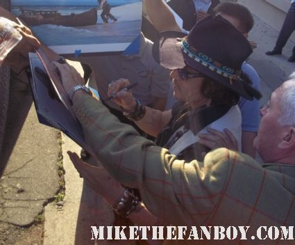 sexy johnny depp signing autographs for fans after a talk show taping promoting dark shadows rare hot dance benny and joon