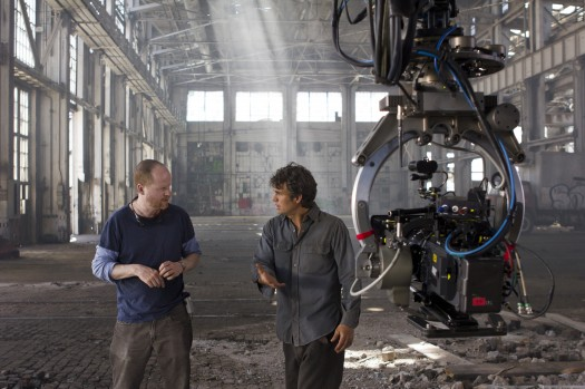 The-Avengers-Joss-Whedon-Directs-Mark-Ruffalo joss whedon behind the scenes of the avengers green screen with chris hemsworth chris evans mark ruffallo