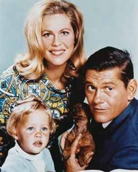 bewitched rare cast photo with tabitha elizabeth montgomery darren number 1 press promo still