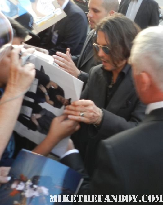 johnny depp signing autographs for fans at the dark shadows world movie premiere rare promo hot sexy sleepy hollow star hot