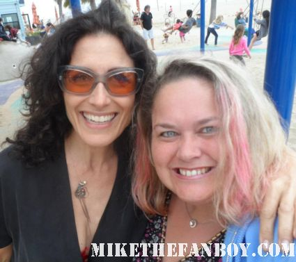 lisa edelstein posing with pinky lovejoy from mike the fanboy at a charity event hot fan photo rare promo