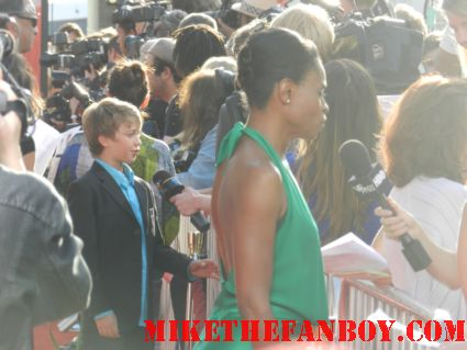 adina porter on the red carpet of the the press filing into their pens at the true blood season 5 premiere in hollywood