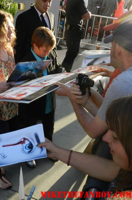 Jacob hopkins signing autographs for fans at the true blood season 5 world movie premiere rare promo