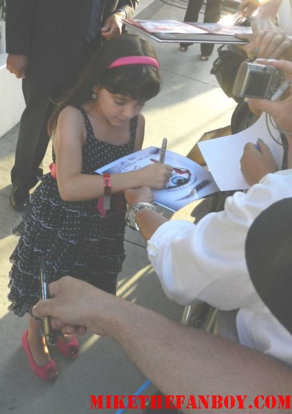 chloe noelle signing autographs for fans at the true blood season 5 world movie premiere rare promo