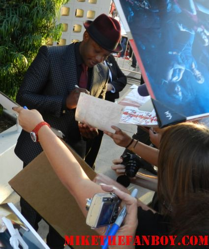 nelson ellis signing autographs for fans at the true blood season 5 world movie premiere rare promo