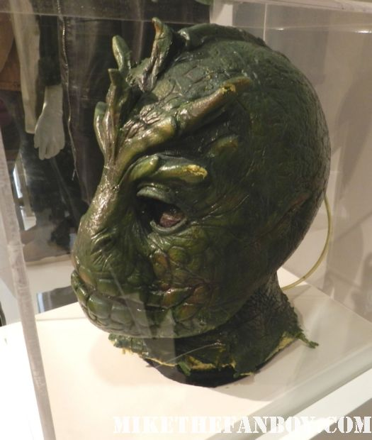 v visitor lizard prop mask special effects rare promo prop and costume display warner bros out of the box exhibit