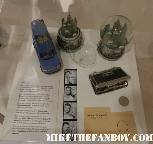fringe prop and costume display with joshua jackson anna torv rare promo pops rare glass camera