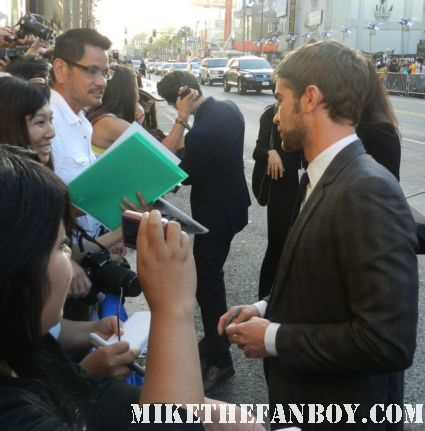 chace crawford from gossip girl sexy hot rare signing autographs for fans at the what to expect when you're expecting world movie premiere hot