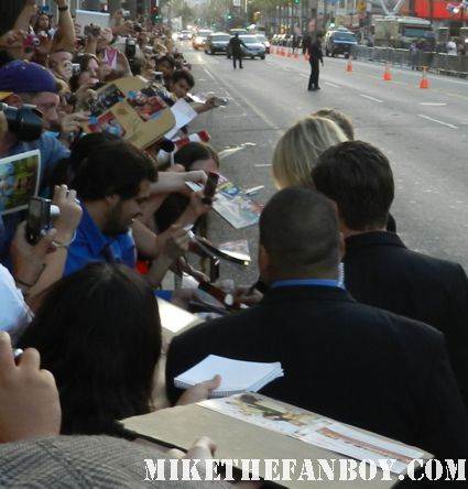 cameron diaz signing autographs for fans at the  what to expect when you're expecting world movie premiere